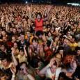 Spesso i giovani seguono da vicino idoli musicali al punto di andare anche lontano per ascoltare un concerto. Ci sono gruppi di giovani che hanno camminato a piedi per giorni […]