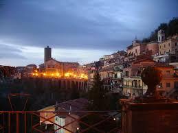 Al centro dei colli Albani, a 521 metri, insignito della bandiera arancione, troviamo il più piccolo dei borghi dei castelli romani, dopo Colonna. Il comune situato su uno sperone roccioso […]