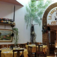 Nel rione Monti a Roma, a via Urbana 12, a pochi passi da via Cavour, si trova un tipico ristorante romano, che ha il suo sito web, munito di molti […]