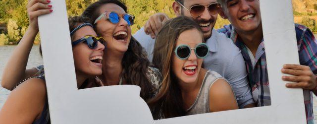 I giovani da sempre amano circondarsi di amici, frequentare i coetanei. Cercano la protezione del gruppo e con esso trascorrono i fine settimana fuori dagli impegni di studio o lavoro. […]