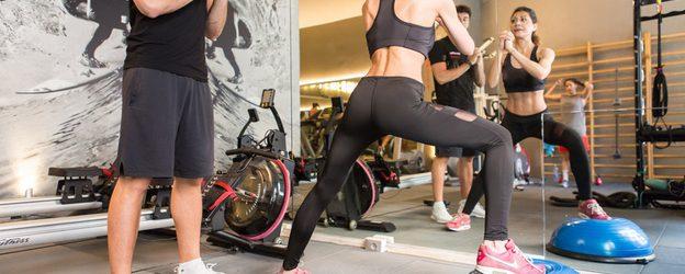 Il mondo moderno ci condanna a una attività fisica perenne, continua, pesante, senza tregua, a una ginnastica continua condotta fino allo sfinimento, fino a cadere a pezzi sotto la canicola. […]