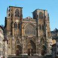 Vienne è un piccolo centro francese, un comune inserito nella regione del Rodano, sede di sottoprefettura e centro industriale di rilievo, sono famose le sue industrie tessili che danno lavoro […]